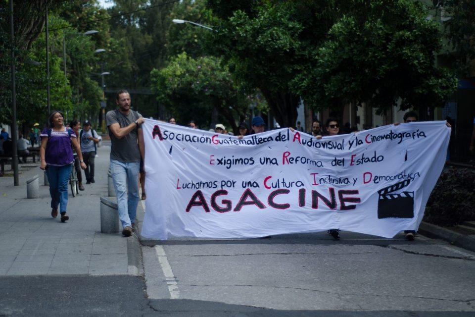 Cineastas se unen a las manifestaciones en contra de Jimmy Morales